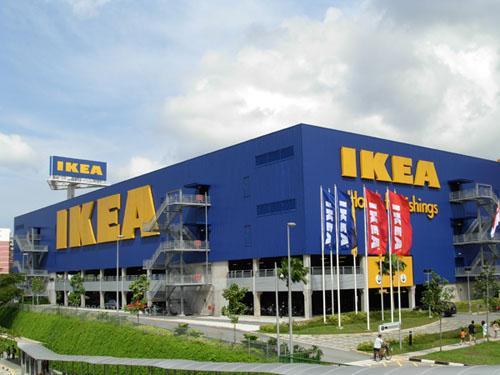 Ikea perusahaan furniture terbesar di dunia dari swedia di buka pertama kali di alam sutera pertama di indonesia